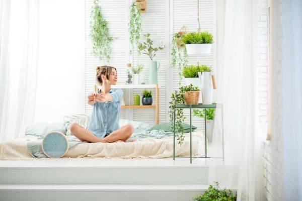 como-decorar-con-plantas-colgantes-istock6