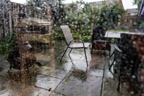 Como proteger mobiliario de terraza de la lluvia