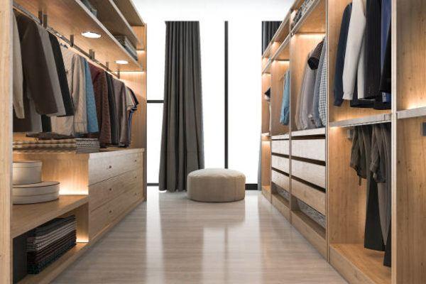 Como organizar un vestidor grande con armarios